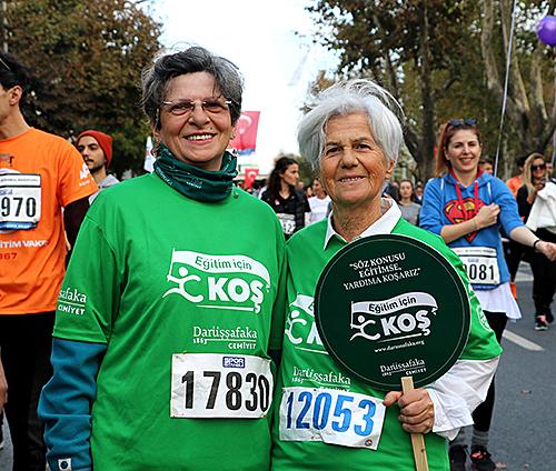 2018 yılında 7'den 70'e eğitim sevdalısı İstanbul Maratonu'nda Darüşşafaka için koştu.